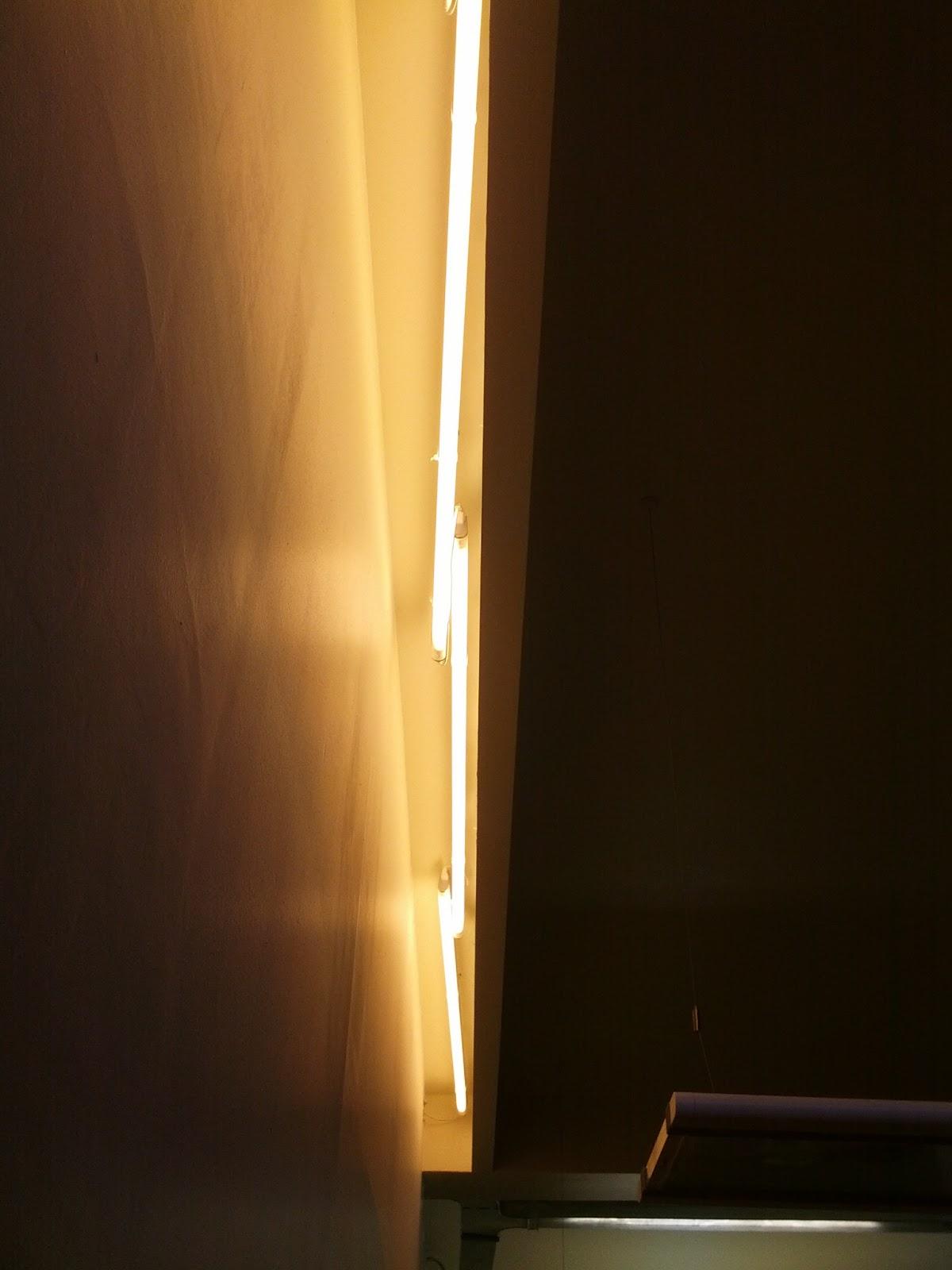 illuminazione cartongesso neon idee di design nella vostra casa. Black Bedroom Furniture Sets. Home Design Ideas