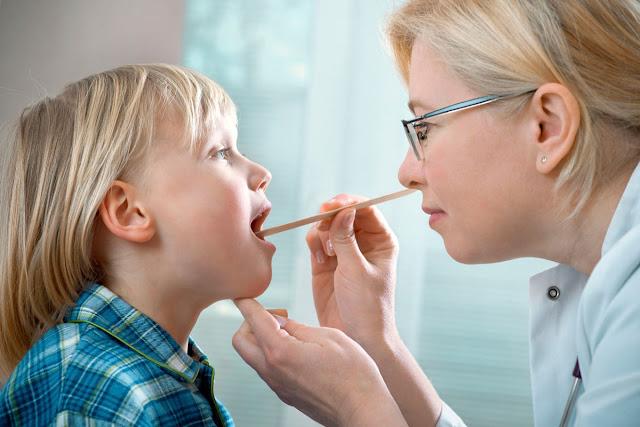 إلتهاب اللوزتين عند الأطفال الأسباب وطرق الوقاية والعلاج Tonsillitis in children
