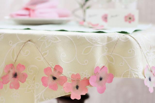 Tischdeko zum Selbermachen – festlicher Tisch mit DIY-Blumen