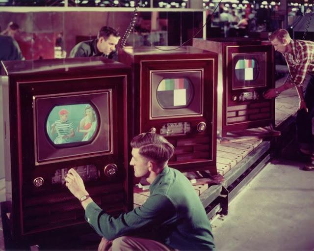 اول ارسال تلفازي بالالوان