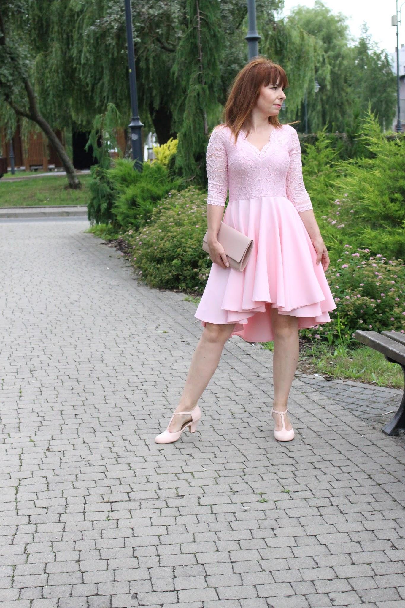 nicollepastelowa sukienka z dłuższym tyłem