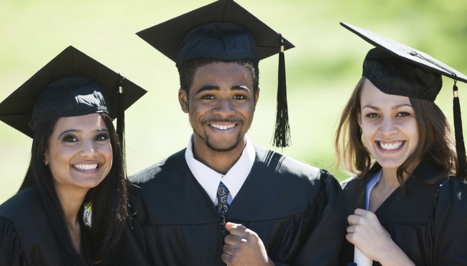 See the Top 10 Scholarships for High School Seniors in 2019