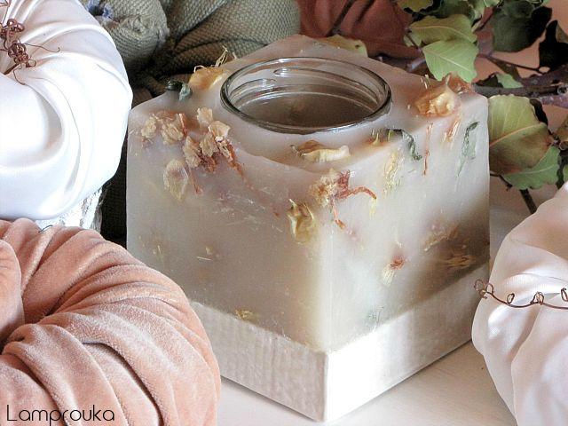 Κατασκευή κεριού με βάση από τσιμέντο.