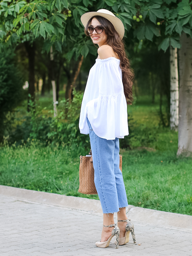 fashion-blogger-outfit-streetstyle-off-shoulder-top-shein-cropped-jeans