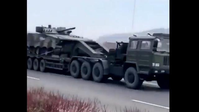 Trung Quốc phái xe bọc thép và xe tăng dài hàng km tới biên giới Trung-Triều