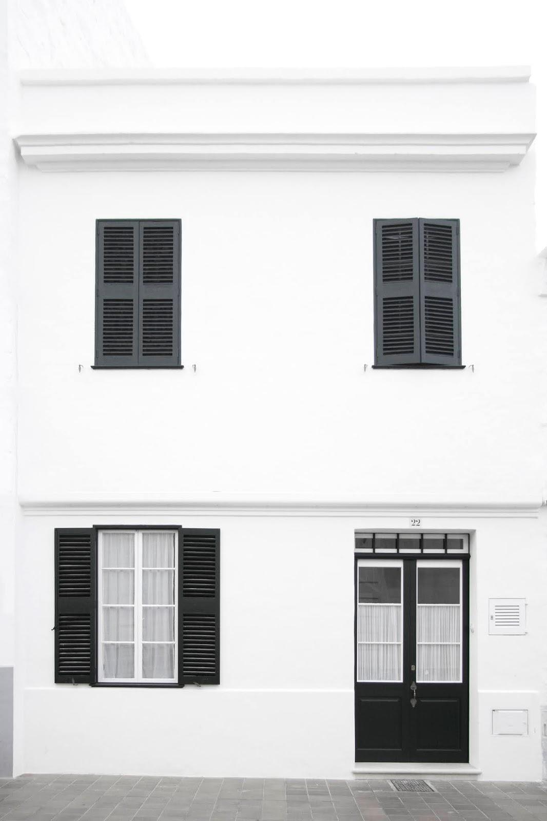 La fachada de la casa en Minorca