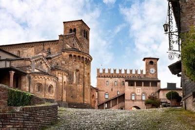 Il Borgo Medievale di Castell'Arquato - Piacenza ,meta' ideale per le tue prossime Gite e vacanze in Emilia)