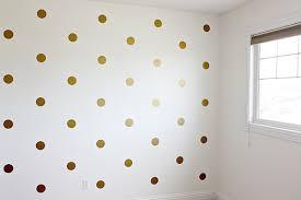 titik bundar yang ditempelkan pada permukaaan tertentu Dinding motif Polka Dots