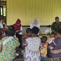 Satgas Yonif 754 Kostrad Bantu Sukseskan Kegiatan Posyandu di Kampung Dabra
