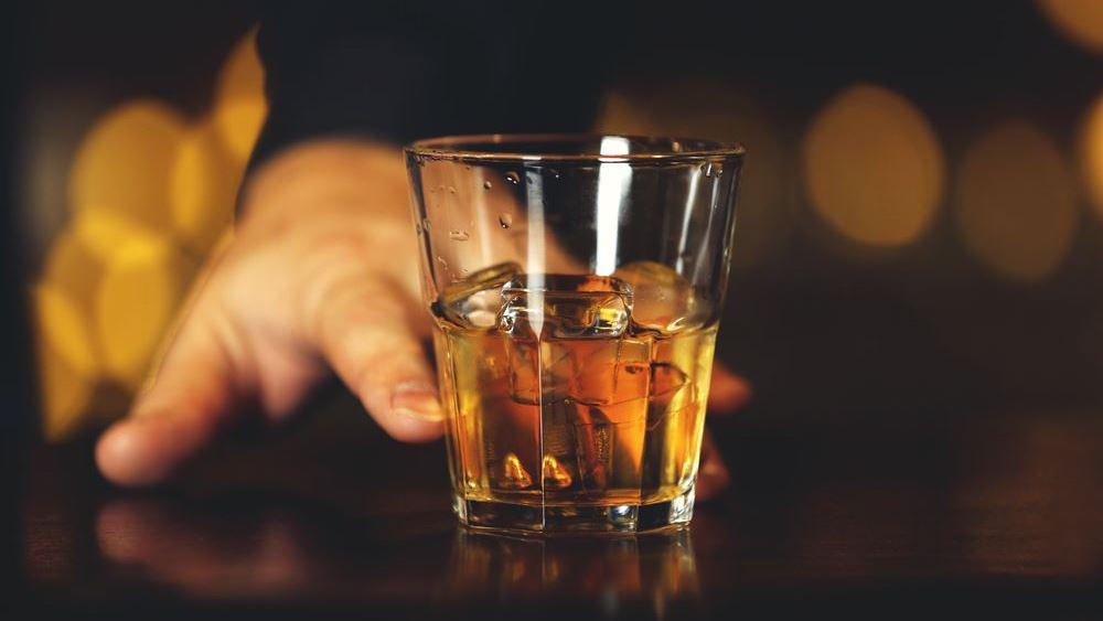 Σε αυτό το bar πληρώνεις με την ώρα και πίνεις Όσο Μπορείς!