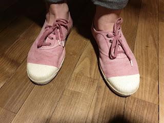 Les chaussures que porte Madame et que j'ai nettoyées.