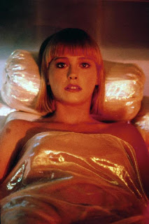 Pamela Gidley como la androide Cherry 2000