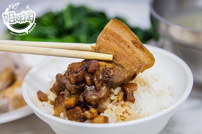50年飄香的小吃老店,招牌滷肉飯只要$30,鮮蚵湯肥嫩又大顆,銅板美食的好選擇-旺肉燥飯