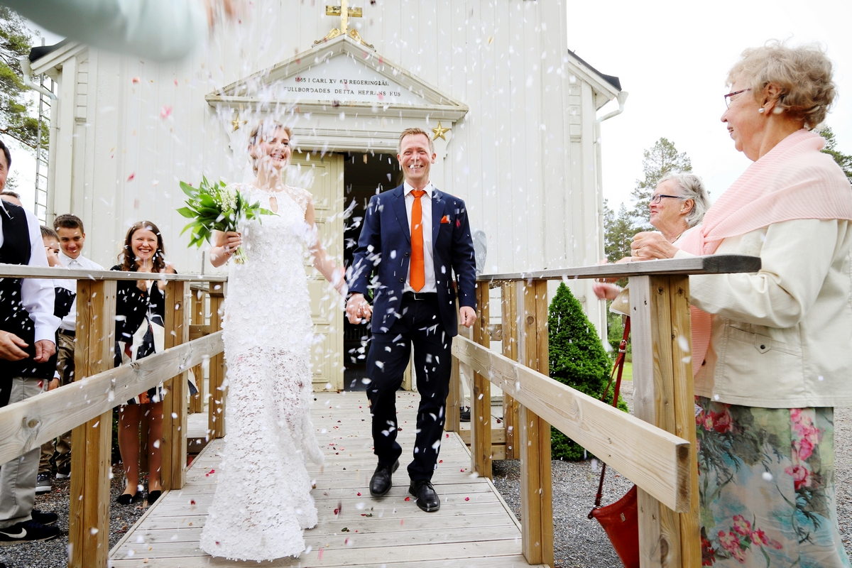 wedding, bröllop, konfetti, confetti bride, bröllopsfotograf Stockholm, fotograf Härnösand, fotograf Höga kusten, wedding photography, bröllop, fotograf Maria-Thérèse Sommar, Hemsön, Sweden, Swedish photographers, destination wedding