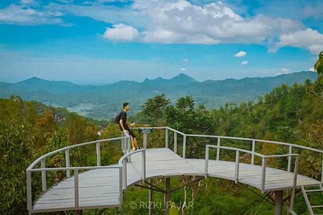 Pemandangan Canting Mas Puncak Dipowono, Wisata Favorit di Kulon Progo