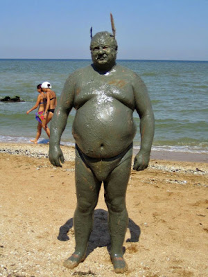 lustige Urlaubsbilder - dicker Mann am Strand witzig