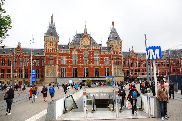 metro w centrum miasta co warto zobaczyć w Amsterdamie?