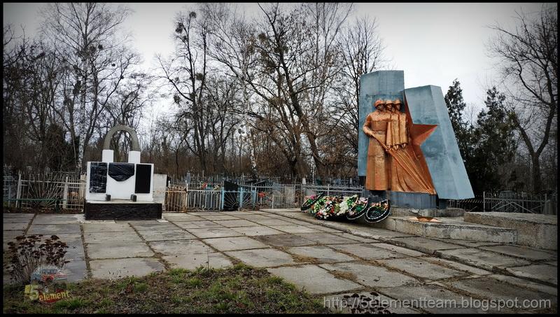 Братская могила в пос. Высокий