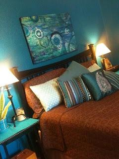 Dormitorio color marrón y azul