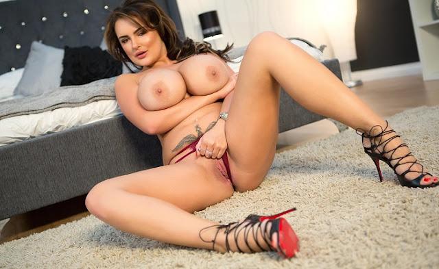 Katie Thornton naked big boobs pussy pics