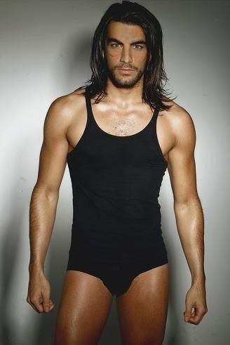 Javier Jattin Actor Colombiano Hizo su formación actoral, aprendió baile, canto e improvisación. javier jattin actor colombiano