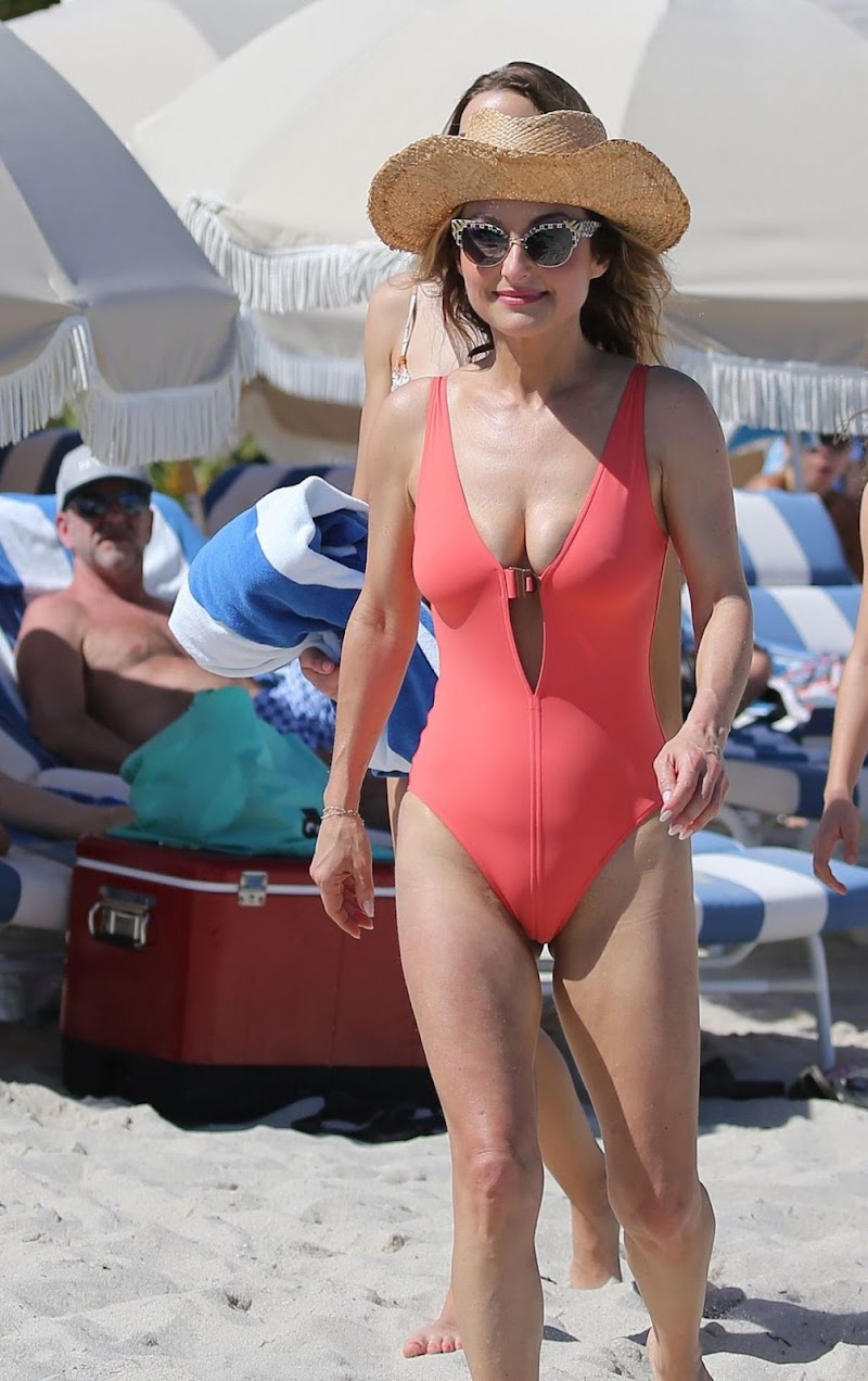 Giada De Laurentiis Clicked in Swimsuit at a Beach in Miami 20 Feb-2020
