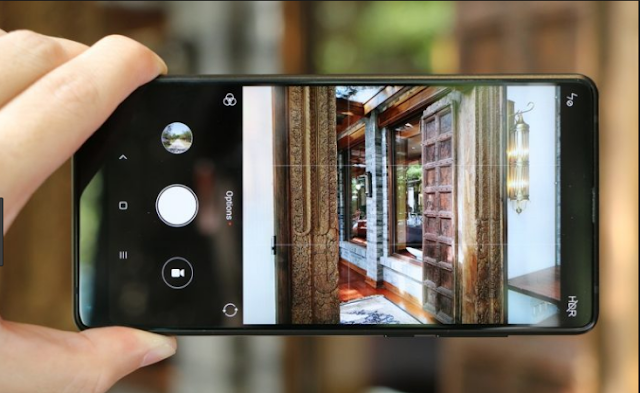 Xiaomi caught passing Mi MIX 2S image as Poco F1 camera sample?