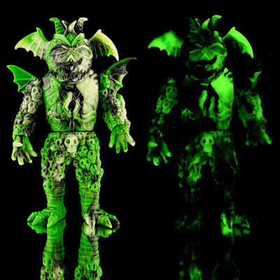 Alien Phantom Ultrus Bog Vinyl Figure by Skinner