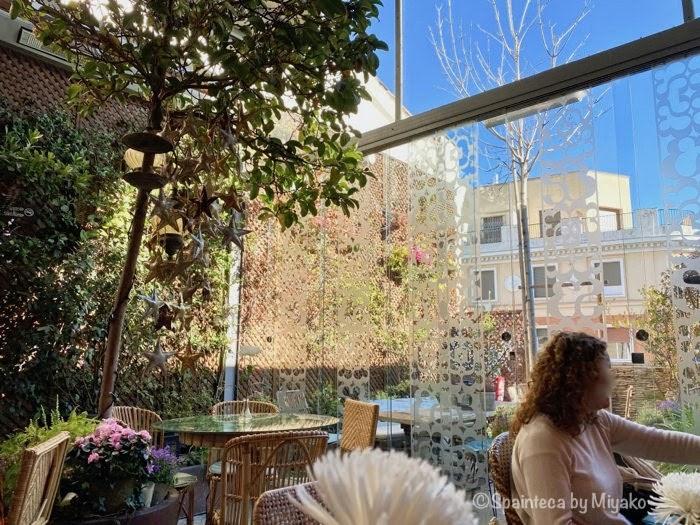 Salvador Bachiller 緑に囲まれたマドリードの屋上ガーデンカフェ