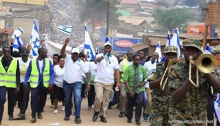 Cristianos en Uganda marchan para bendecir a Israel