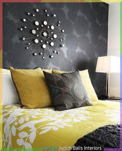 جدار رمادي داكن مع مفارش باللون الأصفر