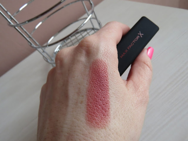MAX_FACTOR_velvet_mattes_lipstick_nude_swatch