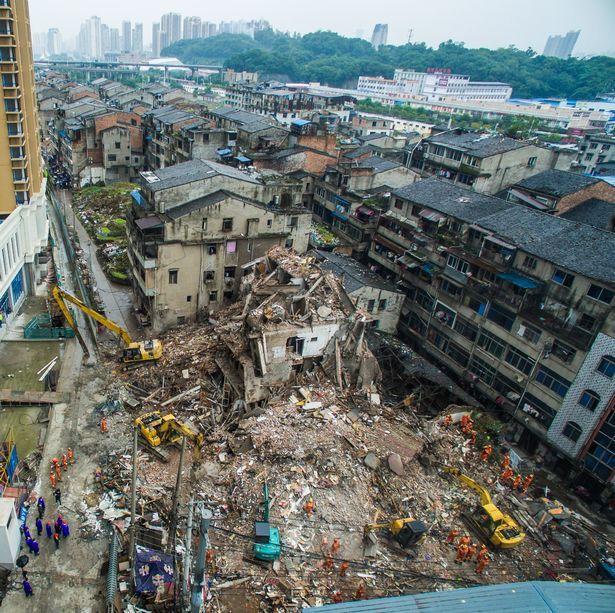 Keadaan selepas runtuhan di bandar Wenzhaou.