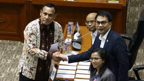 Pengamat: Azis Syamsuddin Ketua Uji Kelayakan Firli yang Tangkap Dirinya