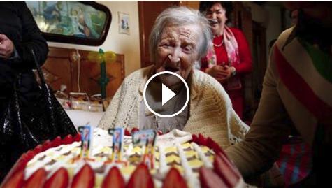 عمرها 117 سنة، ولا تأكل سوى بيضتين وكعكة في اليوم.... والسبب سوف يدهشك اكبر معمرة في التاريخ تحتفل بميلادها ال 117