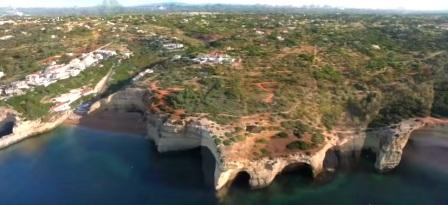 tempat wisata terindah di dunia Algar de Benagil