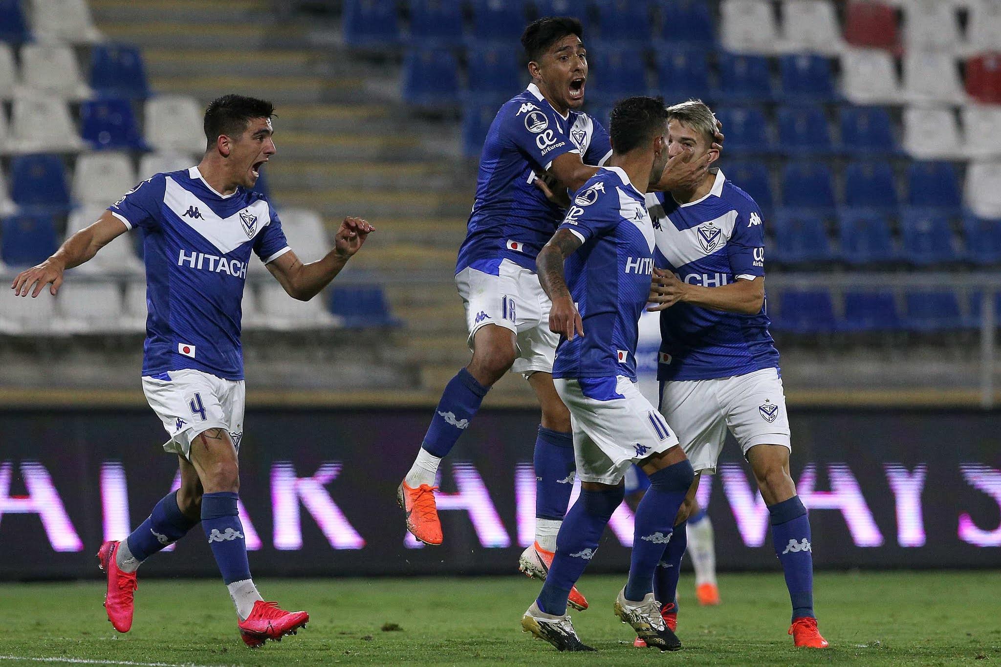 Vélez se clasificó a semifinales de Sudamericana en el descuento y jugará con Lanús o Independiiente