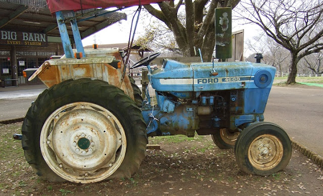成田ゆめ牧場に展示された古いトラクター