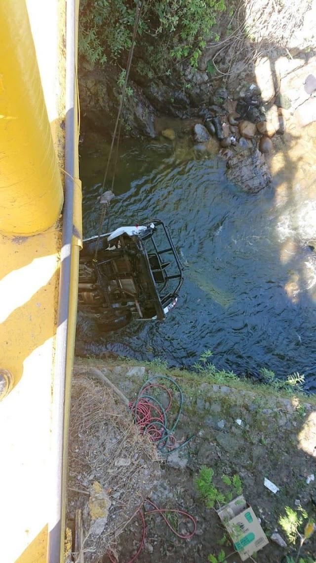 Patrulla de la Guardia Nacional cayó de un puente de más de 10 metros en Jalisco