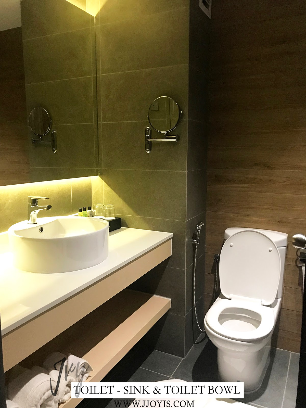 toilet trove hotel jb review