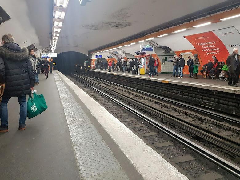 巴黎捷運某站內