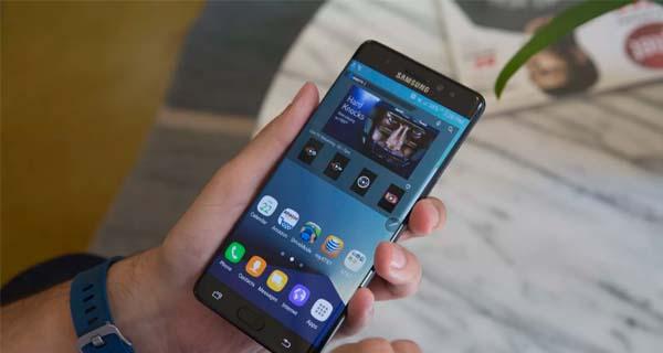 Smartphone dengan stylus - Samsung Galaxy Note FE