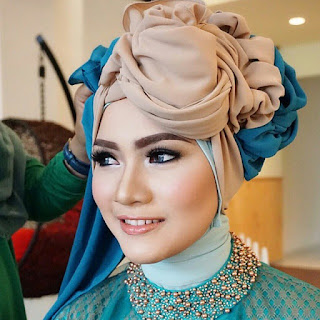 kumpulan inspirasi model kebaya batik modern terbaru hijab
