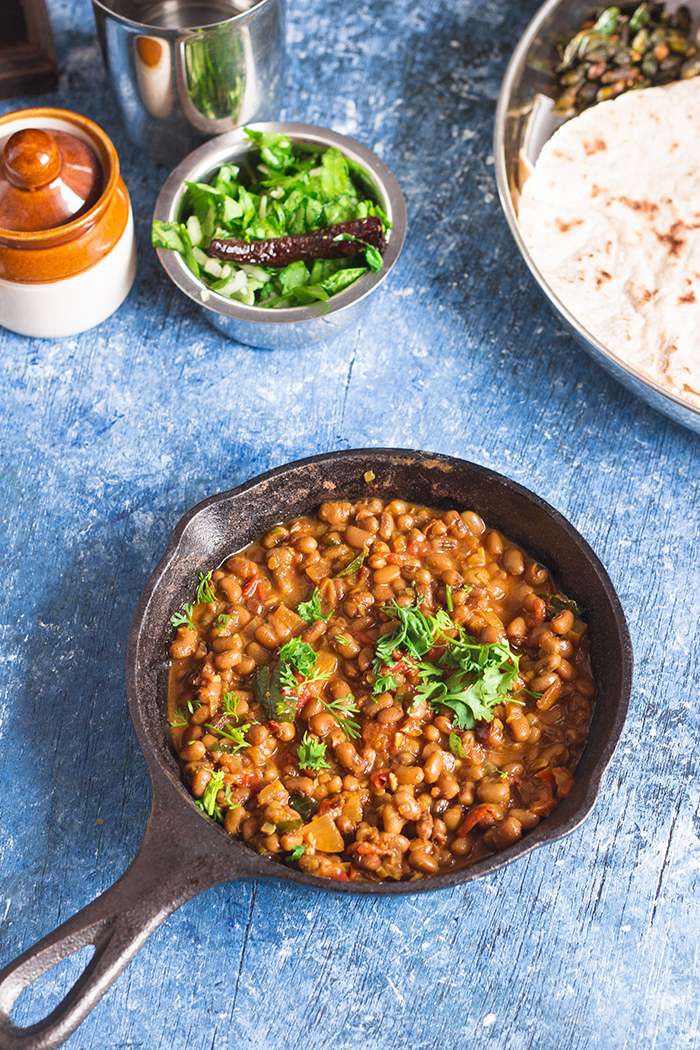 North Karnataka kaalu palya made with alsande kaalu. Black eyed peas curry.