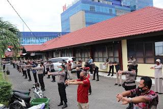 Jaga Daya Tahan Tubuh, Personil Polres Pelabuhan Makassar Rutin Olahraga Pagi