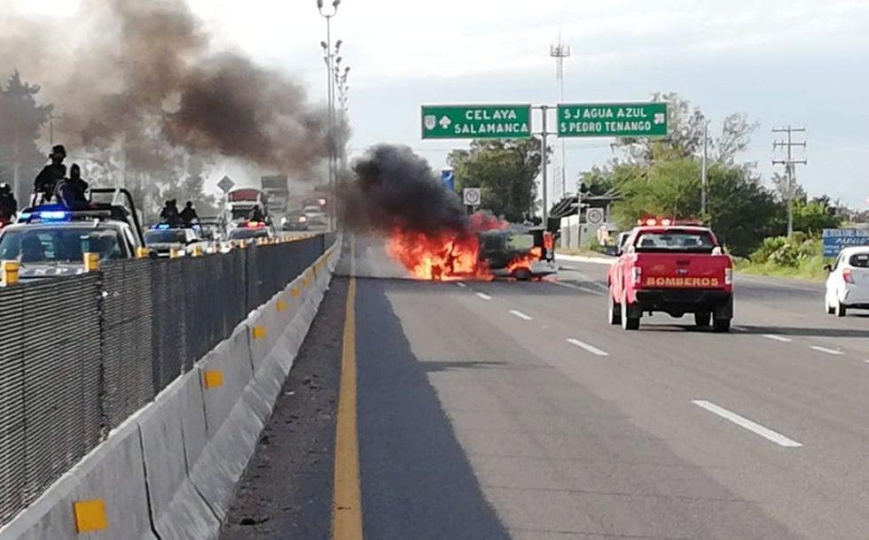 Regresa la inseguridad a Santa Rosa de Lima en Guanajuato... habitantes bloquean carretera por muerte de delincuente