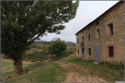Casa de Fuente García, origen tradicional del Tajo. Abajo a la izquierda está la fuente