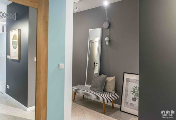 Fashionable Colors in a Charming Apartment 8