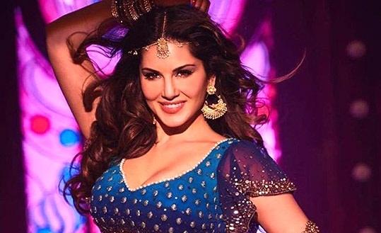 Laila Main Laila Lyrics - Raees - Sunny Leone Video