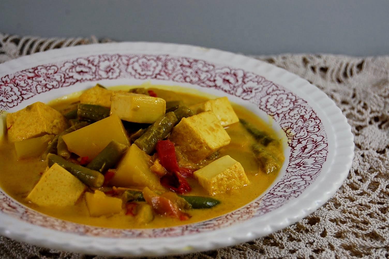 Rezept asiatisch Vegan Kurkuma Eintopf mit Tofu, Bohnen, Kartoffeln